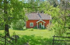 Summer house somewhere in Sweden - Sköna hem Swedish Cottage, Red Cottage, Summer House Interiors, Sweden House, Red Houses, House In Nature, Cabins And Cottages, Amazing Spaces, Red Barns