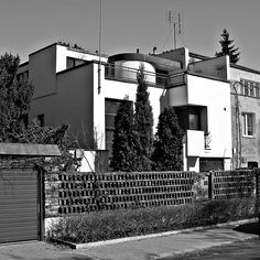 made in warsaw International Style, Beautiful Buildings, Modernism, Warsaw, Bauhaus, Old Photos, Poland, Villa, Exterior