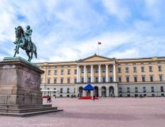 Determining where to stay in Oslo doesn't have to be difficult! With great areas to stay in and loads of different styles, there's a place for you in Oslo! Oslo, Alaska, Hotels, Ireland Travel, Day Trips, Edinburgh, The Neighbourhood, Louvre, Apartments