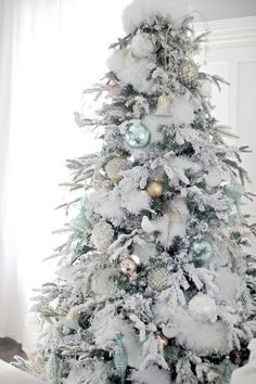 37 stunning white Christmas tree designs for Colorful Christmas tree; Beautiful decorations for Christmas trees; Informations About 37 Awesome. White Christmas Tree Decorations, Flocked Christmas Trees, Christmas Tree Design, Beautiful Christmas Trees, Colorful Christmas Tree, Noel Christmas, Holiday Decor, Xmas Trees, Rustic Christmas