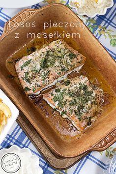 Łosoś pieczony z masłem, koperkiem, natką pietruszki i przyprawami. Do tego własnej roboty frytki i sos chrzanowy. Po przepis na taki pyszny obiadek zapraszam na bloga http://ulubioneprzepisy.com/2014/04/14/losos-pieczony-z-maslem/ #losos #obiad #obiadnapiatek