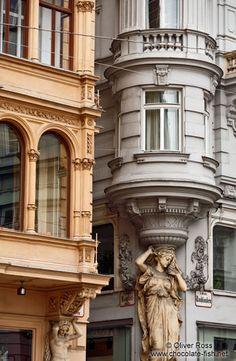 Österreich Wiener Stadtimpressionen/Facade details on Vienna´s Graben Sacred Architecture, Architecture Details, Europe Centrale, Art Nouveau, Neoclassical Architecture, Unique Buildings, Vienna Austria, Prague, Exterior Design