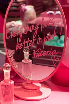 ♥Everythings looks better in PINK. ♥.. && glitter.