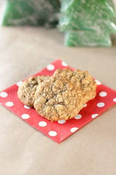 These are the perfect old fashioned oatmeal walnut cookies. They're uncomplicated and easy to make. Prefect for Christmas time or anytime!