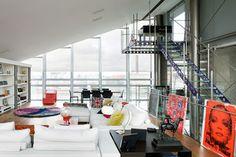Roger's Penthouse como se llama pertenece a una agencia llamada 1stOption, que la alquila para la realización en ella de rodajes de películas, televisión y sesiones de fotos.