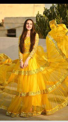 Party Wear Indian Dresses, Pakistani Fashion Party Wear, Designer Party Wear Dresses, Indian Bridal Outfits, Indian Fashion Dresses, Indian Designer Outfits, Designer Wear, Fashion Outfits, Beautiful Pakistani Dresses