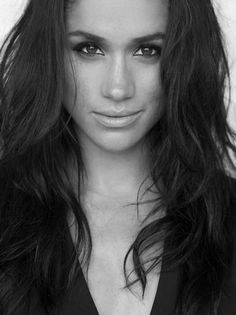The beautiful Meghan Markle ❤️ Prinz Harry Meghan Markle, Meghan Markle Prince Harry, Prince Harry And Megan, Black And White Picture, Lady Diana, Princess Meghan, Real Princess, Elisabeth Ii, Meghan Markle Style