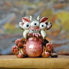Stinky, der dreiäugige Zangenbäuchling. Von Honiglicht-Keramik