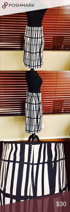 """Brand🆕 Worthington Pencil Skirt 🌹 Brand new without tags and never worn. Flawless Condition. Worthington Pencil Skirt w/ Embroidered accents on back. Zipper at side. Not stretchy. Black and whit abstract print, fully lined. Dimensions: 26"""" length. Waist: 29"""". Worthington Skirts Pencil"""