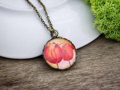 Piros tulipánok üveglencsés nyaklánc
