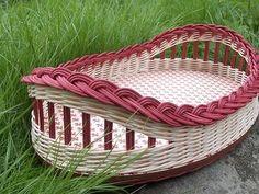 (3) Doručené – Seznam Email Paper Weaving, Weaving Art, Hand Weaving, Newspaper Basket, Newspaper Crafts, Basket Weaving Patterns, Corn Husk Dolls, Rope Rug, Basket Drawers