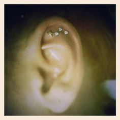 shooting star piercing. i thought i had enough ear piercings but now i want this!