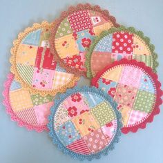 Bee In My Bonnet: Crochet Edging Tutorial - Round Pot Holders! Bee In My Bonnet: Crochet Edging Tutorial – Round Pot Holders! Crochet Edging Tutorial, Crochet Borders, Crochet Edgings, Crochet Motif, Crochet Shawl, Mug Rug Patterns, Quilt Patterns, Sewing Patterns, Loom Patterns
