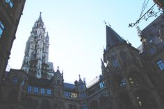 New Town Hall from the courtyard Visit Munich, Town Hall, Black Hoodie, Cosmos, Barcelona Cathedral, Building, Travel, Construction, Trips