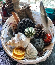 Heuristic Play Treasure Basket, Montessori Themed, Sensory Play, Nature Inspired, Loose Parts Tinker Sensory Diet, Baby Sensory, Sensory Play, Nursery Activities, Toddler Activities, Nature Table, Nature Decor, Baby Treasure Basket, Heuristic Play