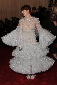 Love the hair, love the look, fabulous Florence Welch in Alexander McQueen at Met Gala