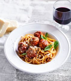 A quick and easy spaghetti and meatballs recipe that's inexpensive to make and takes just 30 minutes.