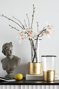 Modern home decoration and glass flower vase — all in one product with bright golden bottom. Gold flower vase is an unforgettable gift idea for your friends, family members or yourself. Glass vase is also a valuable addition to the existing decor collection and a perfect start of a new one. Table vase brings a modern touch of minimalistic simplicity to your living room, foyer or office. Choose glass flower vase to celebrate housewarming, anniversary, birthday or any other special moment.
