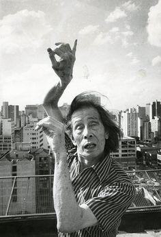 O dançarino e coreógrafo japonês Kazuo Ohno em 1986, em São Paulo