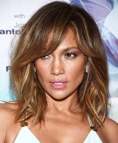 Dark brown hair color is applied by different people these days as it look good. Trending Dark Brown Hair Color Ideas 2020 With Highlights looks great. Hair Day, New Hair, Medium Hair Styles, Curly Hair Styles, Corte Y Color, Hair Color And Cut, Hair Colour, Colour Colour, Great Hair