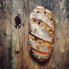 Pan con pasas y nueces, obra de Karramarro.