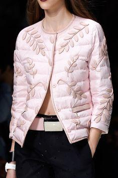 Emporio Armani at Milan Fashion Week Spring 2016 - Details Runway Photos Couture Mode, Couture Fashion, Emporio Armani, Fashion Details, Fashion Design, Fashion Trends, Milan Fashion, Mode Rose, Look Blazer
