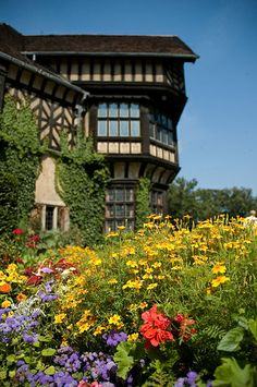 Potsdam Cecilienhof Palace, Brandenburg, Germany Cities In Germany, Germany Castles, Germany Travel, Dresden, Brandenburg Germany, Flower Landscape, Historical Monuments, Central Europe, Places Of Interest