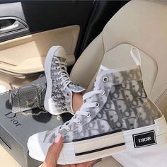 Discover recipes, home ideas, style inspiration and other ideas to try. Dior Sneakers, Cute Sneakers, Sneakers Fashion, Fashion Shoes, High Top Sneakers, Skull Fashion, Emo Fashion, Fashion Quiz, Club Fashion