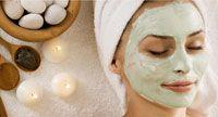 Naast het overgrote aanbod van gezichtsmaskers in winkels kun je die heel makkelijk, met natuurlijke ingrediënten, zelf maken.