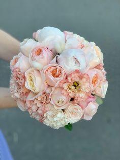 Идеальные Букеты для идеальных невест, моно, миксы из премиальных сортов. Бутоньерка в подарок. Больше выбора на сайте Floral Wreath, Wreaths, Decor, Floral Crown, Decoration, Door Wreaths, Deco Mesh Wreaths, Decorating, Floral Arrangements