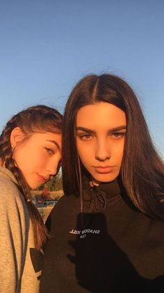 Photography bff pictures selfie dating, hoop earrings, relationships, dates Best Friend Photography, Girl Photography Poses, Free Photography, Cute Friend Pictures, Friend Photos, Best Friend Poses, Summer Family Photos, Photographie Portrait Inspiration, Applis Photo