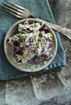 Lav en nem og lækker tunmousse med agurk, broccoli og rødløg til frokost.