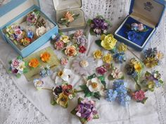 Lovely Huge Job Lot of Vintage 1950s/60s BONE China Flower Brooches spares
