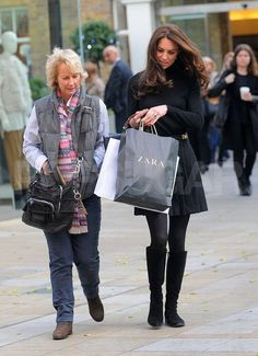 Kate Middleton Stops to Shop at Zara! - The Duchess of Cambridge, Kate Middleton, stopped by a Zara in London today with her royal protecti - Moda Kate Middleton, Looks Kate Middleton, Estilo Kate Middleton, Middleton Family, Fast Fashion, Zara, Kate And Pippa, Herzogin Von Cambridge, London Today