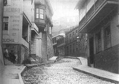 #Valparaíso: calle Urriola con adoquines, vista desde la calle Prat.