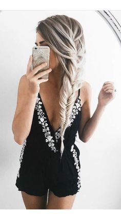Wanna beautiful hair of your dreams? At Moresoo, you can find huge selections of tape in hair extension, clip in hair extension, pre bonded hair extension.  All hair extesnions are made from human hair. Long last and easy to apply. www.moreso.com