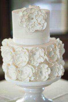 Elegant wedding cake idea; Photo: Blumenthal Photography