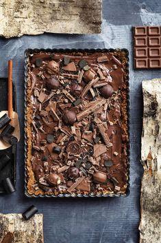 Suklaa-lakupiiras | Leivonta, Juhli ja nauti, Makea leivonta | Soppa365 Candy, Chocolate, Recipes, Food, Tarts, Desserts, Mince Pies, Tailgate Desserts, Pies