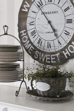 The Little Corner - Modern Design Big Clocks, Cool Clocks, Little Corner, Time Clock, Clock Decor, Plate Stands, Vintage Home Decor, Vintage Clocks, Cottage Style