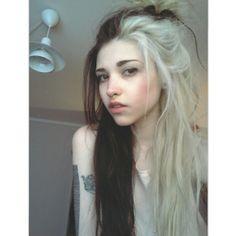 Blonde and black hair. Half blonde, half black. #long #dark #light