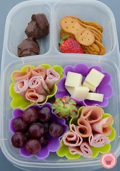 Easy Decluttering Tricks You'll Actually Want To Try Use silicone cupcake liners to separate food in work and school lunches.Use silicone cupcake liners to separate food in work and school lunches. Lunch Box Bento, Lunch Snacks, Lunch Recipes, Healthy Snacks, Healthy Recipes, Work Lunches, School Lunches, Detox Recipes, Kid Snacks