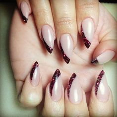 11 Amazing Holiday Nail Art Ideas That Normal People Might Be Able to Recreate | Bustle
