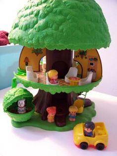 Mijn favorieten speelgoed herinnering. Het boomhuis. Ik weet nog goed hoe lastig dat trappetje vast te zetten was.....