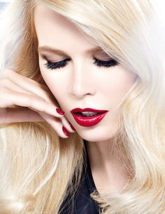 Photo of L'Oreal Paris Photoshoot for fans of Claudia Schiffer. Claudia Schiffer, Paris Photoshoot, Blonde Celebrities, Dna Model, Beauty And Fashion, Provocateur, Most Beautiful Models, Day Makeup, Night Makeup