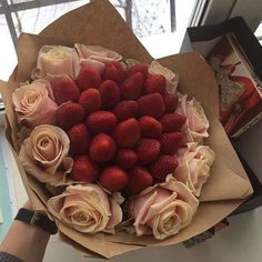 Be My | Клубничные букеты | Екатеринбург Simple Gifts, Easy Gifts, Homemade Gifts, Edible Fruit Arrangements, Edible Bouquets, Fruit Box, Fruit Slice, Nutella Mini, Chocolate Flowers Bouquet