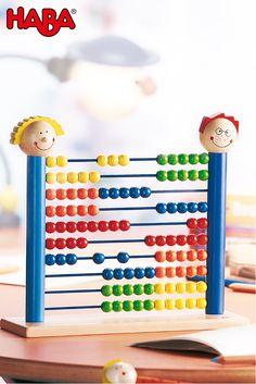 Wer Zahlen liebt, der schiebt. Aber auch Mathemuffel lernen mit unserem Rechenrahmen Summa Summarum (Artikelnummer 1672) ruckzuck das Addieren und Subtrahieren. Für den Zahlenbereich von 1 bis 100.