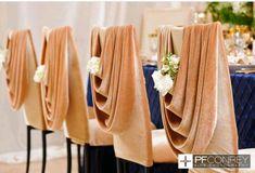 Espaldares de sillas decoradas con drapeados, una opción decorativa diferente. #DecoradoraBodasCali
