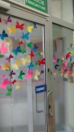 Motylki na drzwiach
