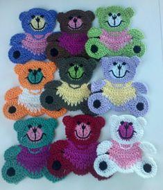 9 grote gehaakte teddybeer Appliques 9 kleuren  Aantal: 9 Kleur: 1, elk van de 9 kleuren weergegeven Grootte: 2 5/8(W) x 2 1/2(H) Geweldig voor het naaien, ambachtelijke, kleding, tas, Scrapbooking, kaart maken en meer...