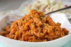 Das Reisfleisch mit Huhn schmeckt besonders Kindern. Dieses Rezept können sie gut vorbereiten. Das Gericht ist aufgewärmt noch besser im Geschmack.